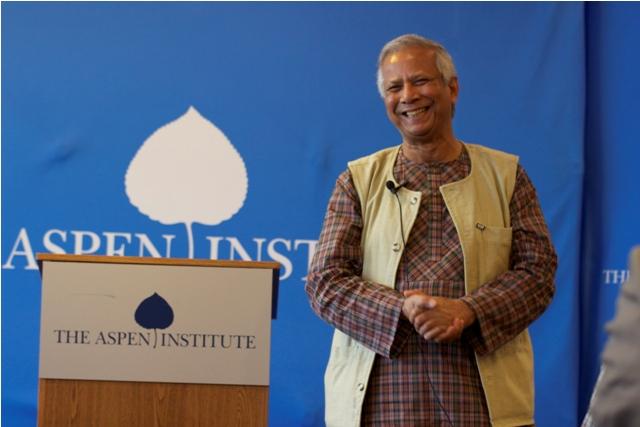 """Muhammad Yunus: """"El dinero producto de la filantropía tiene solamente una vida…"""""""